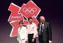 图文:伦敦奥运会徽揭晓 出席仪式领导合影