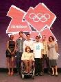 图文:伦敦奥运会徽发布 现场众多嘉宾合影