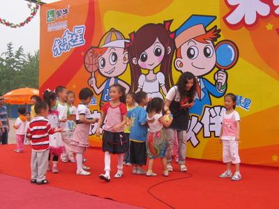 小朋友踊跃参加未来星活动
