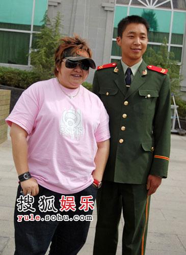 韩红与西藏朋友合影