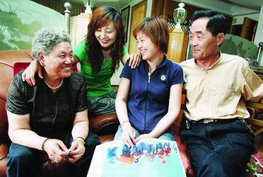 潘多夫妇和两个女儿