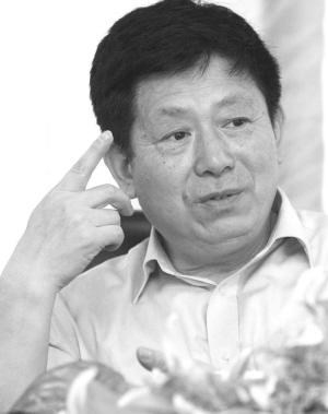 萧柏春在南京一中演讲