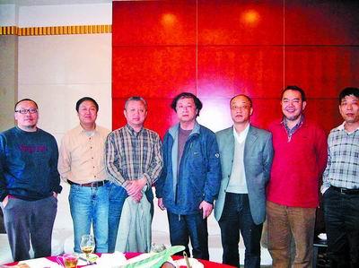 开封师院(今河南大学)美术系77级、78级的几名学生聚集郑州,共话当年高考情景