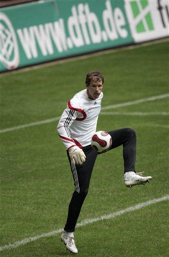 图文:德国队备战斯洛伐克 莱曼也来练练脚