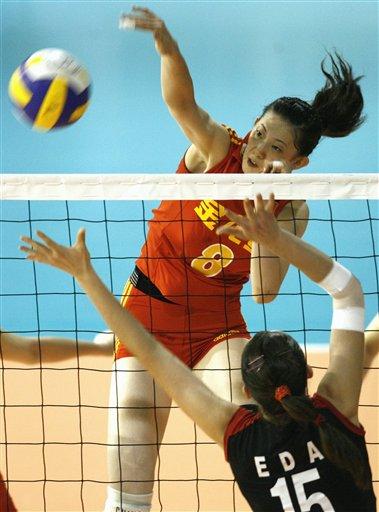 图文:[瑞士赛]中国3比1土耳其 薛明大力扣球