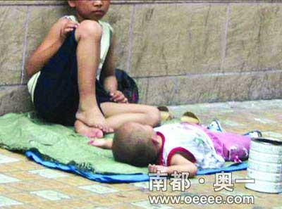 混迹于广州大街小巷的一名乞丐