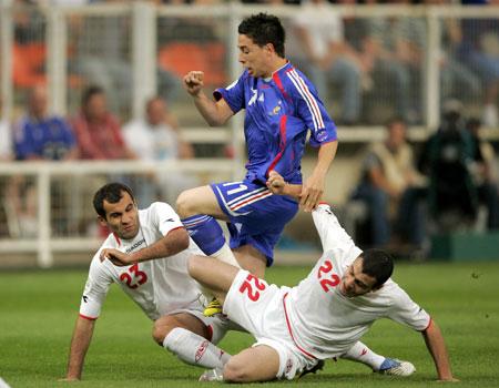 图文:[欧预赛]法国1-0格鲁吉亚 纳斯里突破