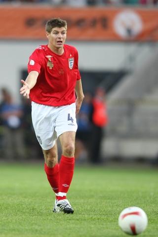 图文:英格兰3-0爱沙尼亚 杰拉德场上指挥