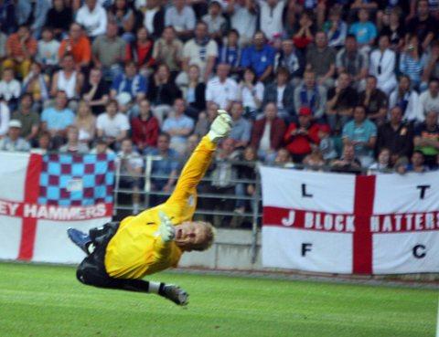 图文:英格兰3-0爱沙尼亚 门将鞭长莫及