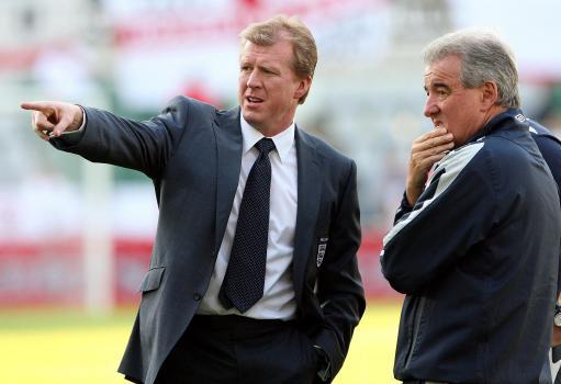 图文:英格兰3-0爱沙尼亚 麦克拉伦指点江山