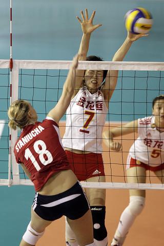 图文:[瑞士赛]中国3比0波兰 周苏红拦网