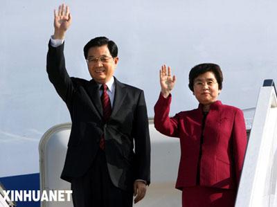 6月6日,国家主席胡锦涛和夫人刘永清乘专机抵达柏林。