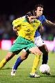图文:立陶宛0-2不敌意大利 皮尔洛贴身防守