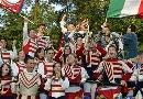 图文:立陶宛0-2意大利 立陶宛球迷民族服装