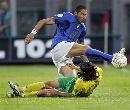 图文:立陶宛0-2负于意大利 马特拉奇解围凶猛