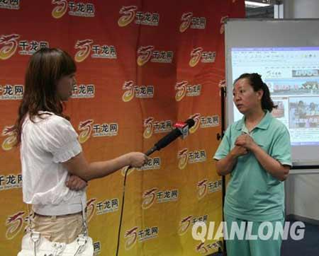 左大妈接受北京电视台采访。