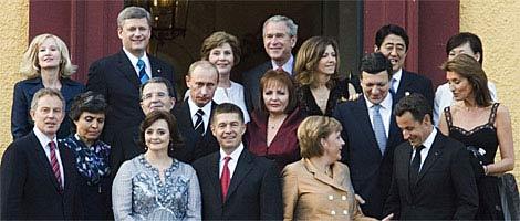八国集团首脑全家福。