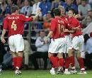 图文:英格兰3-0爱沙尼亚 科尔接受祝贺