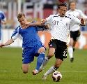 图文:德国2-1斯洛伐克 库兰伊争抢