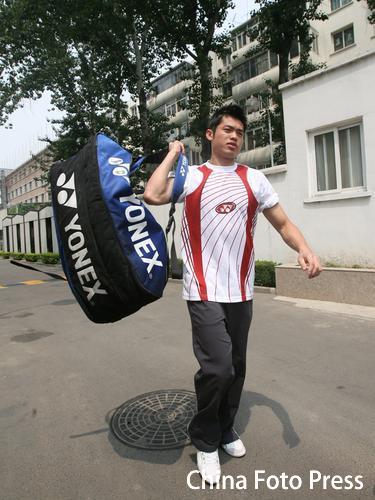 图文:羽毛球队出征苏迪曼杯 超级丹背起行囊出发
