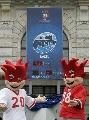 图文:08欧锦赛倒计时钟揭幕 一对活宝吉祥物