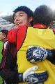 图文:[土伦杯]国奥5-3科特迪瓦 曾诚接受祝贺