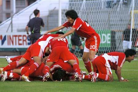 图文:[土伦杯]国奥5-3科特迪瓦 队员疯狂庆祝