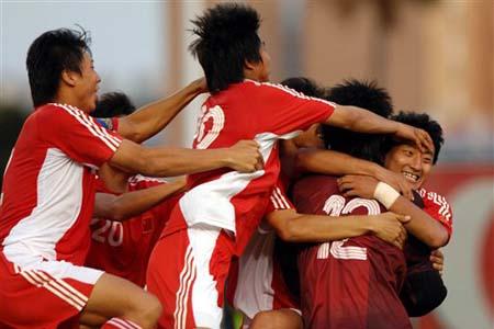 国奥队员在点球胜利之后疯狂庆祝