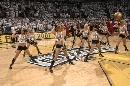 图文:[NBA]马刺vs骑士 啦啦队表演