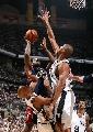 图文:[NBA]马刺vs骑士 小皇帝强攻篮下