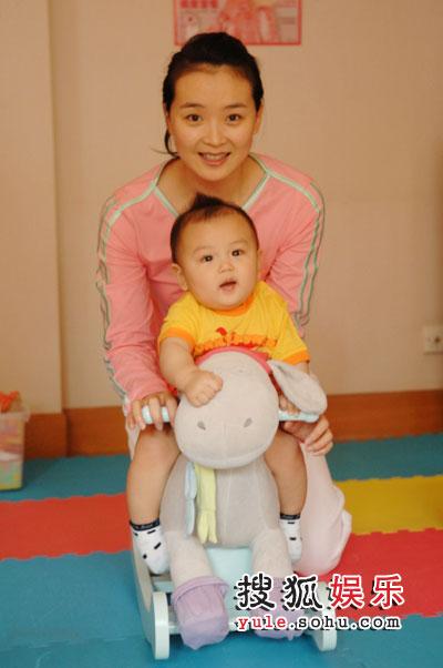 王艳和儿子球球