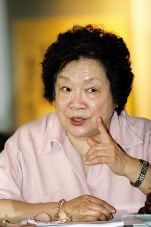 导演陈薪伊出席策划会。