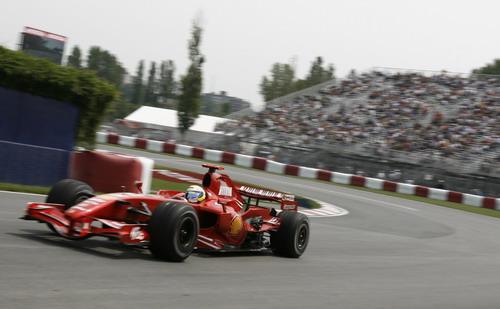 图文:[F1]加拿大站练习 马萨冲破迈凯轮封锁