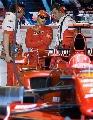 图文:[F1]加拿大站末次练习 马萨与技师交流