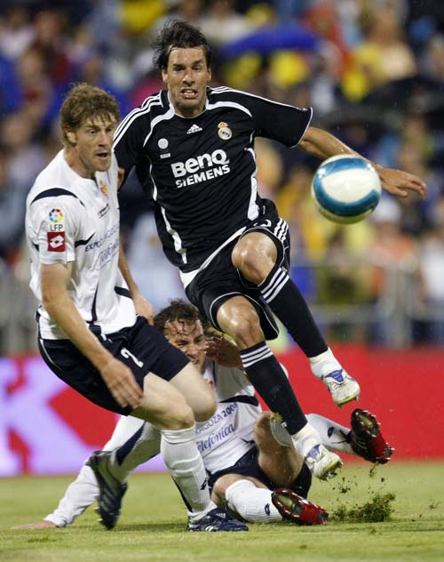 组图:[西甲]范尼两球救主 皇马2-2萨拉戈萨