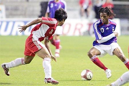 图文:[土伦杯]国奥1-3法国 雷米带球突破
