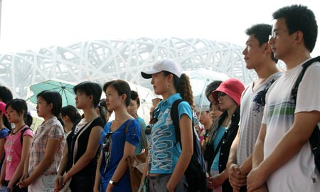 北京奥组委组织实习生参观建设中的体育场