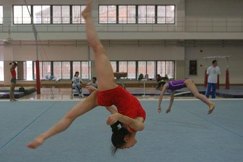 图文:全国体操锦标赛 程菲训练自由体操项目