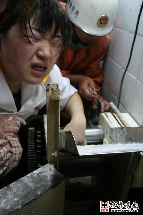 女人用手输液的图片_长春一面点铺女工在和面时 手被卷进机器/图-搜狐新闻