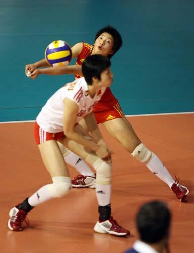 图文:中国速胜塞尔维亚 小将张娴飞身接球