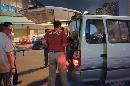 图文:[体操]队员不慎发生意外 送上面包车