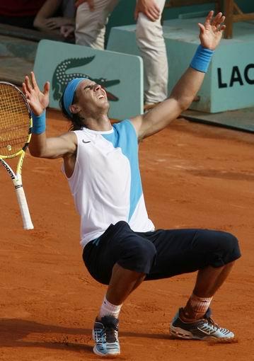 图文:2007法网男单决赛 纳达尔夺冠瞬间一