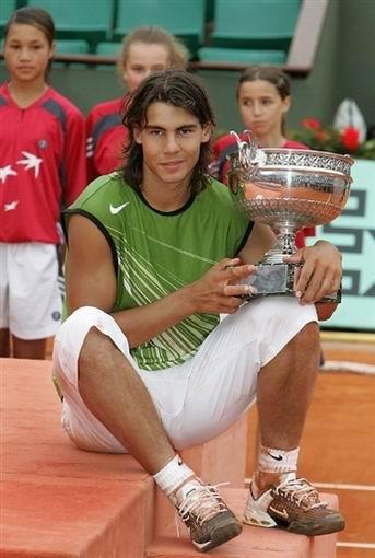 图文:法网夺冠资料图 纳达尔2005年首夺冠军
