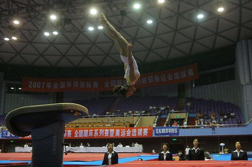 图文:刘璇亮相体操全锦赛 程菲-06