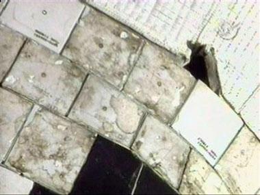 阿特兰蒂斯号航天飞机机身出现10至15厘米裂痕。