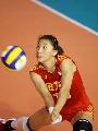 图文:中国女排三度折桂 李娟奋力救球