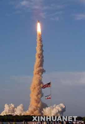 """6月8日,""""阿特兰蒂斯""""号航天飞机在位于美国佛罗里达州卡纳维拉尔角的肯尼迪航天中心发射升空。"""