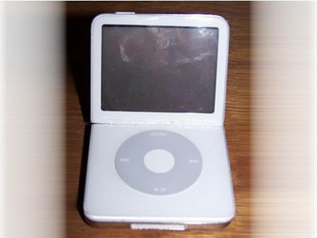 折断iPod 打造世上最小的笔记本iTop
