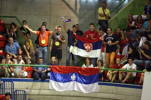 图文:荷兰女排名第三 高声呐喊的塞尔维亚球迷
