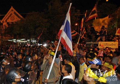 示威者与警察的对峙。